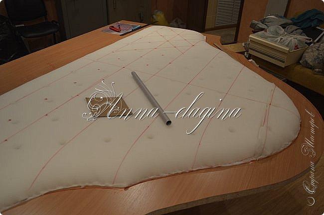 Всем привет! Давно меня здесь не было, почти год... Сегодня я с мастер-классом по изготовлению кровати с мягким изголовьем своими руками. Кровать у меня с основанием 1800х2000, для работы использовала лдсп 26 мм, поролон 10, 30, 60 мм, ткань бархатную, степлер мебельный, пуговицы мебельные, капроновые нити, клей, ну и самое главное-РУКИ! фото 14