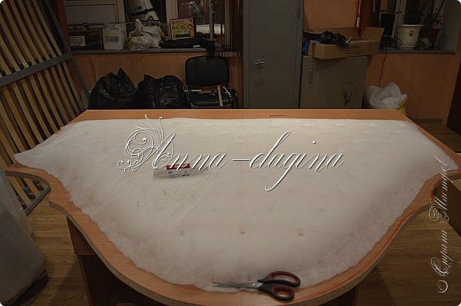 Всем привет! Давно меня здесь не было, почти год... Сегодня я с мастер-классом по изготовлению кровати с мягким изголовьем своими руками. Кровать у меня с основанием 1800х2000, для работы использовала лдсп 26 мм, поролон 10, 30, 60 мм, ткань бархатную, степлер мебельный, пуговицы мебельные, капроновые нити, клей, ну и самое главное-РУКИ! фото 15