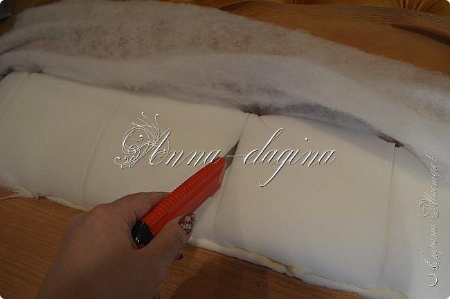 Всем привет! Давно меня здесь не было, почти год... Сегодня я с мастер-классом по изготовлению кровати с мягким изголовьем своими руками. Кровать у меня с основанием 1800х2000, для работы использовала лдсп 26 мм, поролон 10, 30, 60 мм, ткань бархатную, степлер мебельный, пуговицы мебельные, капроновые нити, клей, ну и самое главное-РУКИ! фото 23
