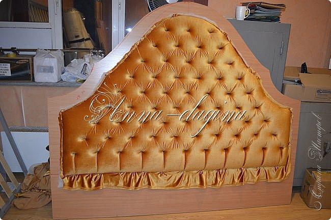 Всем привет! Давно меня здесь не было, почти год... Сегодня я с мастер-классом по изготовлению кровати с мягким изголовьем своими руками. Кровать у меня с основанием 1800х2000, для работы использовала лдсп 26 мм, поролон 10, 30, 60 мм, ткань бархатную, степлер мебельный, пуговицы мебельные, капроновые нити, клей, ну и самое главное-РУКИ! фото 25