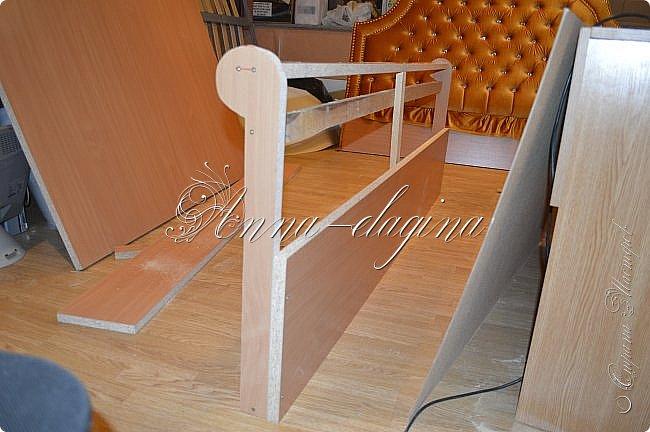 Всем привет! Давно меня здесь не было, почти год... Сегодня я с мастер-классом по изготовлению кровати с мягким изголовьем своими руками. Кровать у меня с основанием 1800х2000, для работы использовала лдсп 26 мм, поролон 10, 30, 60 мм, ткань бархатную, степлер мебельный, пуговицы мебельные, капроновые нити, клей, ну и самое главное-РУКИ! фото 36