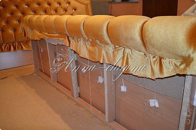 Всем привет! Давно меня здесь не было, почти год... Сегодня я с мастер-классом по изготовлению кровати с мягким изголовьем своими руками. Кровать у меня с основанием 1800х2000, для работы использовала лдсп 26 мм, поролон 10, 30, 60 мм, ткань бархатную, степлер мебельный, пуговицы мебельные, капроновые нити, клей, ну и самое главное-РУКИ! фото 39