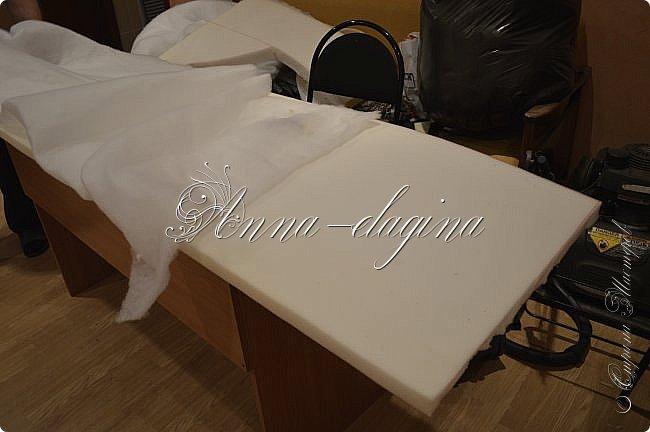 Всем привет! Давно меня здесь не было, почти год... Сегодня я с мастер-классом по изготовлению кровати с мягким изголовьем своими руками. Кровать у меня с основанием 1800х2000, для работы использовала лдсп 26 мм, поролон 10, 30, 60 мм, ткань бархатную, степлер мебельный, пуговицы мебельные, капроновые нити, клей, ну и самое главное-РУКИ! фото 42