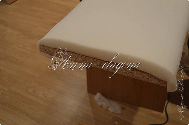 Всем привет! Давно меня здесь не было, почти год... Сегодня я с мастер-классом по изготовлению кровати с мягким изголовьем своими руками. Кровать у меня с основанием 1800х2000, для работы использовала лдсп 26 мм, поролон 10, 30, 60 мм, ткань бархатную, степлер мебельный, пуговицы мебельные, капроновые нити, клей, ну и самое главное-РУКИ! фото 46