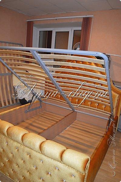 Всем привет! Давно меня здесь не было, почти год... Сегодня я с мастер-классом по изготовлению кровати с мягким изголовьем своими руками. Кровать у меня с основанием 1800х2000, для работы использовала лдсп 26 мм, поролон 10, 30, 60 мм, ткань бархатную, степлер мебельный, пуговицы мебельные, капроновые нити, клей, ну и самое главное-РУКИ! фото 56