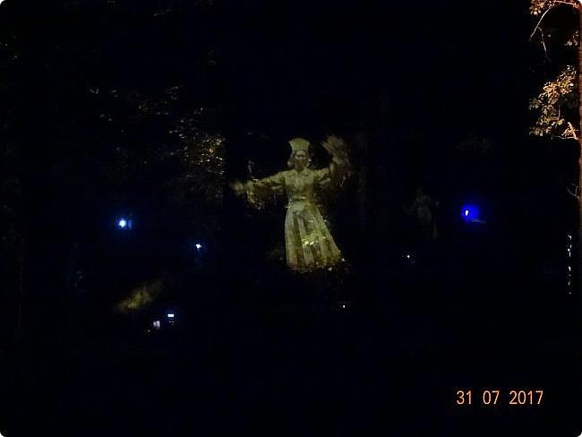 III Международный фестиваль искусств «Вдохновение» В парке «Останкино» проходил ежегодный световой мультимедийный фестиваль. После захода солнца зрители смогут прогуляться по волшебному лесу и встретить диковинных персонажей: летающих рыб, светящихся лошадей и небесных люмильеров. ВХОД СВОБОДНЫЙ  Источник: https://kudago.com/msk/event/vyistavka-vdohnovenie/ фото 3