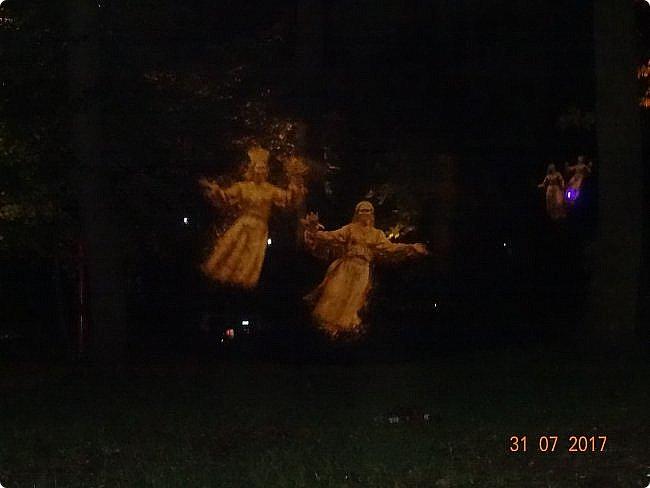 III Международный фестиваль искусств «Вдохновение» В парке «Останкино» проходил ежегодный световой мультимедийный фестиваль. После захода солнца зрители смогут прогуляться по волшебному лесу и встретить диковинных персонажей: летающих рыб, светящихся лошадей и небесных люмильеров. ВХОД СВОБОДНЫЙ  Источник: https://kudago.com/msk/event/vyistavka-vdohnovenie/ фото 4