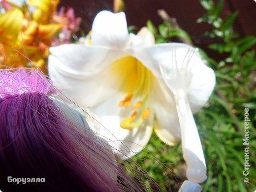 Доброе утро)Сегодня мы с Ариадной устроили цветочную фотосессию. Наряд Ари состоит из платья, верх которого - сетка в два слоя со звёздами, а юбка - какая-то приятная на ощупь шелковистая ткань))) Туфельки для неё я делала в первый раз(да и вообще в первый раз я делала туфли) Головной убор - венок. фото 4