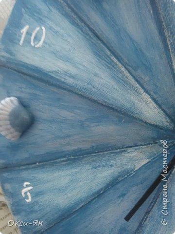 Привет Всем мастерам и мастерицам!сегодня хочу показать Вам как я пробовала работать в новых техниках.Часы на фанере с имитацией старых досок.Пропилила 12 отделений,дальше несколько слоев краски  и т.д.Стрелки ,видимо,придется покрасить в другой цвет фото 3