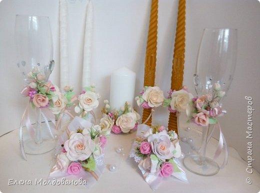 Комплект выполнен в нежно-розовых тонах фото 4