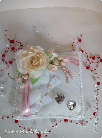 Комплект выполнен в нежно-розовых тонах фото 9
