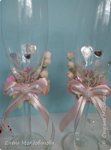 Комплект выполнен в нежно-розовых тонах фото 6