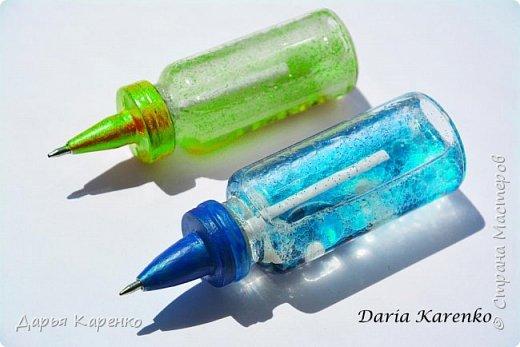 Всем привет! Сегодня я покажу вам как запросто сделать крутые и оригинальные ручки для школы своими руками. Можно сделать ручку в виде космоса в баночке или в стиле galaxy. Мы будем делать ручки из маленьких баночек, от лекарств. Подробности сморите на видео. Удачи вам! фото 1