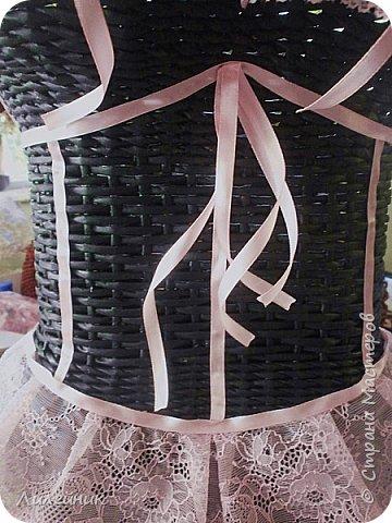 Здравствуйте! Я сегодня к Вам с корсетами. Давняя мечта- хотелка. Первый корсет плела в подарок крёсному дочери на юбилей. Из того разнообразия что был в интернете я выбрала для пробы простую модель. Мастер-класс здесь https://artmama.sme.sk/papierove-pletenie/papierove-pletenie-korzet. фото 9