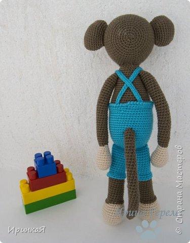 Сегодня закончила очередной заказик для годовалого малыша. Это будет подарок на день рождения. Нужно было связать максимум безопасную игрушку. Поэтому все детали вязаные, пуговочек нет, в лапках вставлены большие деревянные бусины, для развития мелкой моторики ребенка. Связан по МК Stip en Haak. Ростиком получилась 30 см. фото 3