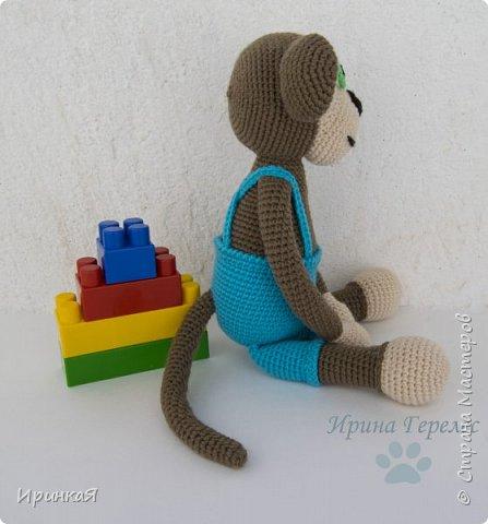 Сегодня закончила очередной заказик для годовалого малыша. Это будет подарок на день рождения. Нужно было связать максимум безопасную игрушку. Поэтому все детали вязаные, пуговочек нет, в лапках вставлены большие деревянные бусины, для развития мелкой моторики ребенка. Связан по МК Stip en Haak. Ростиком получилась 30 см. фото 4