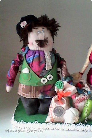 Добрый летний денек всем жителям страны!!! У сестры мужа 55 лет- юбилей! Я решила сшить Домового и Домовиху в подарок ,куклы на деревянной подставке. фото 9
