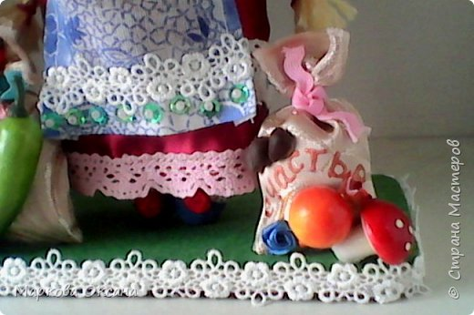 Добрый летний денек всем жителям страны!!! У сестры мужа 55 лет- юбилей! Я решила сшить Домового и Домовиху в подарок ,куклы на деревянной подставке. фото 6