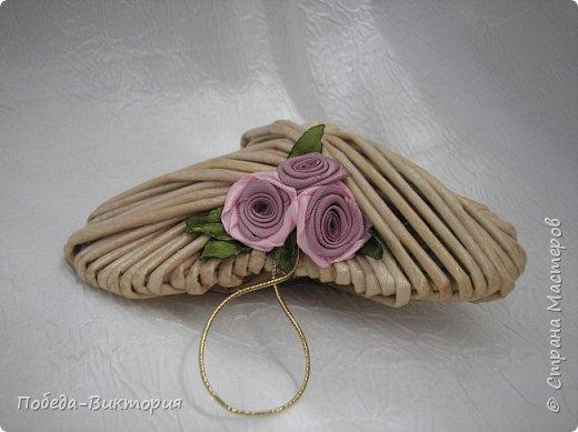 Всем работающим и отдыхающим большой привет!  Сегодня в моем посте две шкатулки - круглой и овальной формы. И розы, много роз, выполнены ленточками!  фото 21