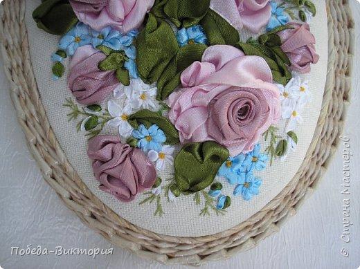 Всем работающим и отдыхающим большой привет!  Сегодня в моем посте две шкатулки - круглой и овальной формы. И розы, много роз, выполнены ленточками!  фото 10