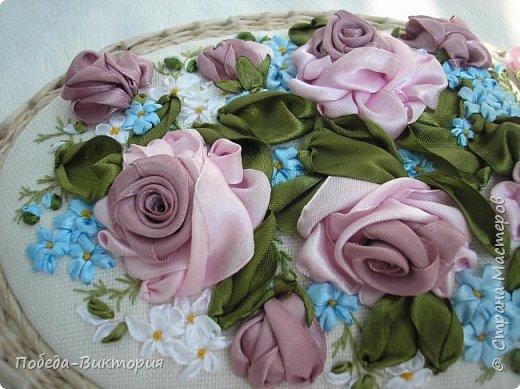Всем работающим и отдыхающим большой привет!  Сегодня в моем посте две шкатулки - круглой и овальной формы. И розы, много роз, выполнены ленточками!  фото 12