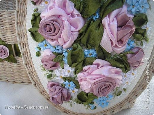 Всем работающим и отдыхающим большой привет!  Сегодня в моем посте две шкатулки - круглой и овальной формы. И розы, много роз, выполнены ленточками!  фото 13