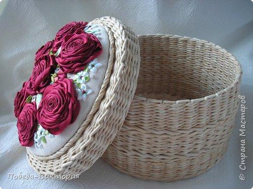Всем работающим и отдыхающим большой привет!  Сегодня в моем посте две шкатулки - круглой и овальной формы. И розы, много роз, выполнены ленточками!  фото 27