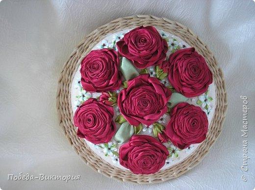 Всем работающим и отдыхающим большой привет!  Сегодня в моем посте две шкатулки - круглой и овальной формы. И розы, много роз, выполнены ленточками!  фото 30