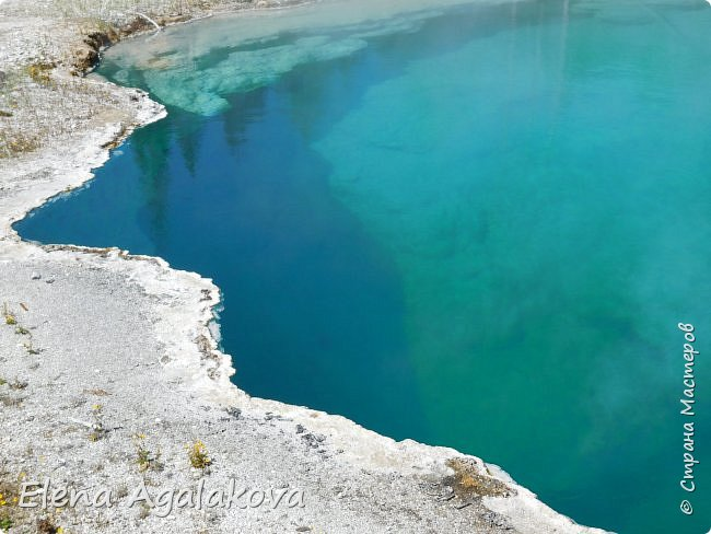 Продолжаю делится впечатлениями от поездки в Йе́ллоустон (Yellowstone National Park)— международный биосферный заповедник, объект Всемирного Наследия ЮНЕСКО, первый в мире национальный парк (основан 1 марта 1872 года). Находится в США, на территории штатов Вайоминг, Монтана и Айдахо. Парк знаменит многочисленными гейзерами и другими геотермическими объектами, богатой живой природой, живописными ландшафтами. ( взято из Википедии ) Мы останавливались в кемпингах в палатках. Парк произвел на нас огромное впечатление. Очень хочется поделится с вами красотой которую я увидела. В один фоторепортаж трудно вместить все увиденное поэтому это уже шестой и будут еще...  Жалко что при загрузке фото уменьшаются и теряется качество поэтому смотрятся картинки плоско... но с этим я ничего поделать не могу. фото 16