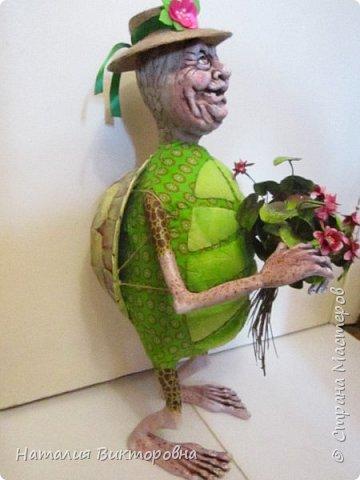 Всем здравствуйте! Давно не выставляла свои работы! Вот черепаха Матильда! Сразу слышу: какая она страшная,ну да не красавица! Люблю я характерных кукол,и к тому же гламурные красотки (не получаются) не моя стихия! Всем спасибо! Всех люблю! фото 2