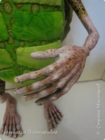 Всем здравствуйте! Давно не выставляла свои работы! Вот черепаха Матильда! Сразу слышу: какая она страшная,ну да не красавица! Люблю я характерных кукол,и к тому же гламурные красотки (не получаются) не моя стихия! Всем спасибо! Всех люблю! фото 6