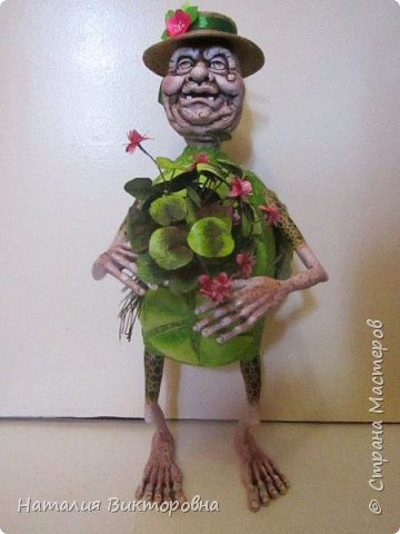 Всем здравствуйте! Давно не выставляла свои работы! Вот черепаха Матильда! Сразу слышу: какая она страшная,ну да не красавица! Люблю я характерных кукол,и к тому же гламурные красотки (не получаются) не моя стихия! Всем спасибо! Всех люблю! фото 1