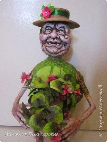 Всем здравствуйте! Давно не выставляла свои работы! Вот черепаха Матильда! Сразу слышу: какая она страшная,ну да не красавица! Люблю я характерных кукол,и к тому же гламурные красотки (не получаются) не моя стихия! Всем спасибо! Всех люблю! фото 10