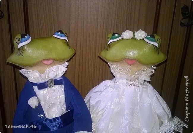 Добрый день! Сшила в подарок на свадьбу сыну подруги пару лягушек по МК А. Голеневой. Фото получились не очень, т.к. делала их в спешке. фото 2