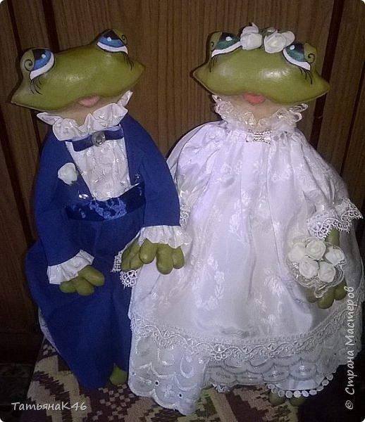 Добрый день! Сшила в подарок на свадьбу сыну подруги пару лягушек по МК А. Голеневой. Фото получились не очень, т.к. делала их в спешке. фото 3