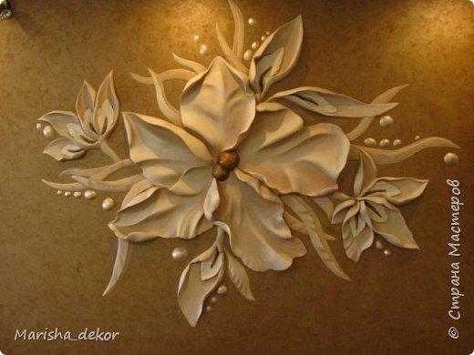 """Здравствуйте) Новая работа, барельеф размером 1.70х1.40 примерно.. Листья выступают до 5-7см. Покрашен матовой краской, серединка позолочена """"бронзой"""", капельки вокруг цветка перламутровые. фото 1"""