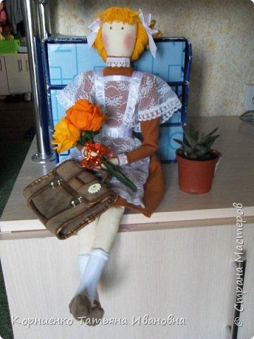 """Вот и подросла моя соседка, в этом году она пойдёт в 1 класс. В качестве подарка решила сделать ей вот такую подружку-ученицу. Возможно подарят куколку своей первой учительнице на """"День знаний"""". Высота куколки 53 см.. фото 2"""