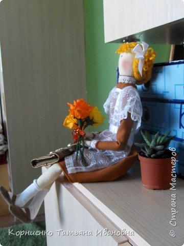 """Вот и подросла моя соседка, в этом году она пойдёт в 1 класс. В качестве подарка решила сделать ей вот такую подружку-ученицу. Возможно подарят куколку своей первой учительнице на """"День знаний"""". Высота куколки 53 см.. фото 6"""