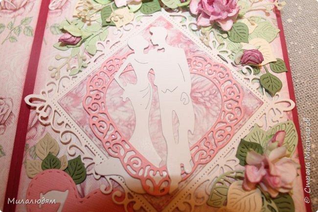 Всем здравствуйте! Здравствуйте и процветайте! Сегодня годовщина свадьбы дочери. И вчера я сделала такую открытку для моих любимых деток. Дела с удовольствием, очень соскучившись по скрапу. Хотелось сделать в желто-золотых тонах (у Саши было платье с тонкой золотой отделкой). Сделала и стала искать стихотворение и выясняется, что свадьба-то Медная!!! а у меня все розовое. Отошла я от дел, все позабыла, а ведь раньше то я все юбилейные свадьбы помнила. Позор моей седой голове. фото 6