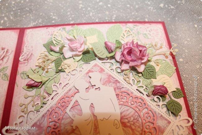 Всем здравствуйте! Здравствуйте и процветайте! Сегодня годовщина свадьбы дочери. И вчера я сделала такую открытку для моих любимых деток. Дела с удовольствием, очень соскучившись по скрапу. Хотелось сделать в желто-золотых тонах (у Саши было платье с тонкой золотой отделкой). Сделала и стала искать стихотворение и выясняется, что свадьба-то Медная!!! а у меня все розовое. Отошла я от дел, все позабыла, а ведь раньше то я все юбилейные свадьбы помнила. Позор моей седой голове. фото 7