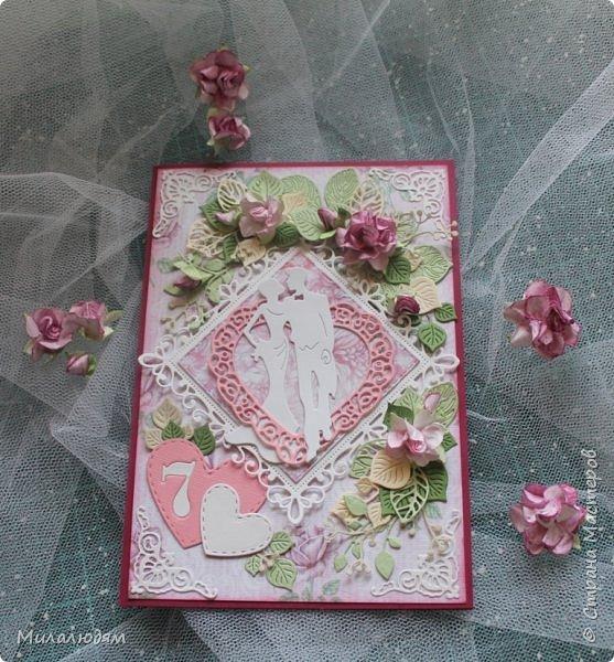 Всем здравствуйте! Здравствуйте и процветайте! Сегодня годовщина свадьбы дочери. И вчера я сделала такую открытку для моих любимых деток. Дела с удовольствием, очень соскучившись по скрапу. Хотелось сделать в желто-золотых тонах (у Саши было платье с тонкой золотой отделкой). Сделала и стала искать стихотворение и выясняется, что свадьба-то Медная!!! а у меня все розовое. Отошла я от дел, все позабыла, а ведь раньше то я все юбилейные свадьбы помнила. Позор моей седой голове. фото 2