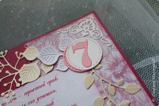 Всем здравствуйте! Здравствуйте и процветайте! Сегодня годовщина свадьбы дочери. И вчера я сделала такую открытку для моих любимых деток. Дела с удовольствием, очень соскучившись по скрапу. Хотелось сделать в желто-золотых тонах (у Саши было платье с тонкой золотой отделкой). Сделала и стала искать стихотворение и выясняется, что свадьба-то Медная!!! а у меня все розовое. Отошла я от дел, все позабыла, а ведь раньше то я все юбилейные свадьбы помнила. Позор моей седой голове. фото 20