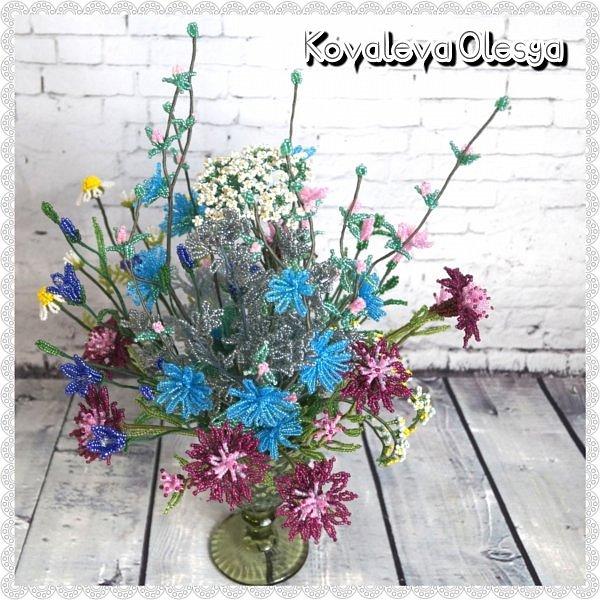 Приветствую всех заглянувших! Хочу вам похвастаться свеже сплетенным букетом полевых цветов. В нём: травяная гвоздика, незабудка, василёк, колокольчик, цикорий, тысячелистник, полынь. ВОТ!)) Трудилась 2 недели... фото 5