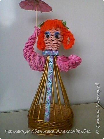 Такая  салфетница  будет не только украшением стола , но и хорошей игрушкой для детей ,потому что можно с ней играть , а также  внизу  юбочки можно  спрятать  маленькие   сувениры. Увидела такую девушку   у автора   и замечательной  мастерицы Елены  Пузановой фото 21