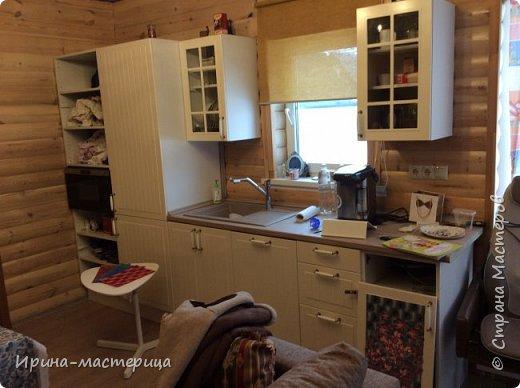 Уважаемые посетители Страны мастеров! Хочу поделиться опытом переделки мебели. Из старой белой кухни из Икеи, которая не совсем подходила к интерьеру комнаты для отдыха в бане, получилась вот такая веселая многофункциональная стеночка. Далее поделюсь техникой - как это все было.   фото 2