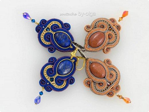 """Серьги """"Рани"""" выполнены по одному дизайну, но в двух разных расцветках. Сутаж выбирался, исходя из цветов камней-кабошонов. Синие серьги - с лазуритом, а рыженькие - с авантюриновым стеклом. Также я использовала круглые бусинки из тех же камней, что и кабошоны, биконы Сваровски, стеклянные бусинки-капельки и немного японского бисера Миюки. :) фото 1"""