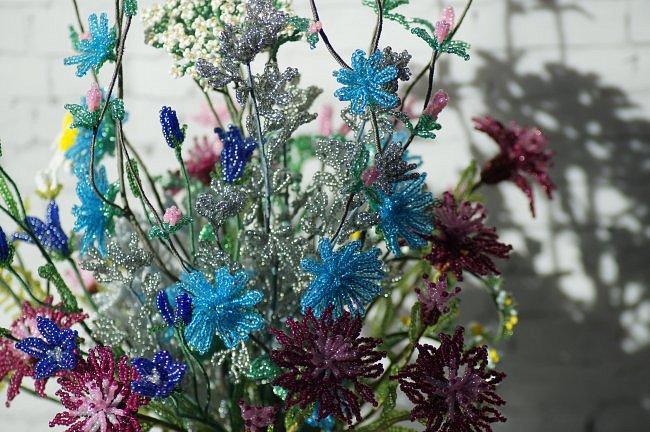 Приветствую всех заглянувших! Хочу вам похвастаться свеже сплетенным букетом полевых цветов. В нём: травяная гвоздика, незабудка, василёк, колокольчик, цикорий, тысячелистник, полынь. ВОТ!)) Трудилась 2 недели... фото 9