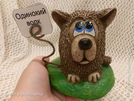 Сегодня я вам предлагаю сделать сувенир к Новому году, вот такую милую собачку - держатель для записок. фото 1