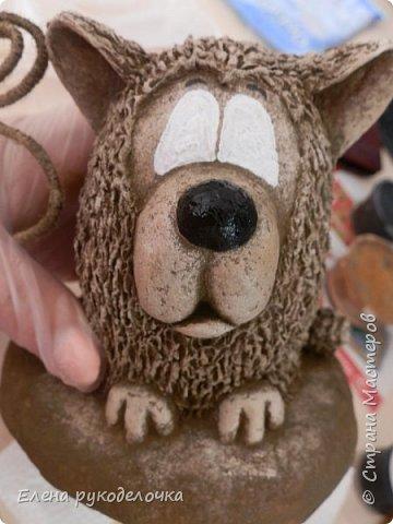 Сегодня я вам предлагаю сделать сувенир к Новому году, вот такую милую собачку - держатель для записок. фото 12