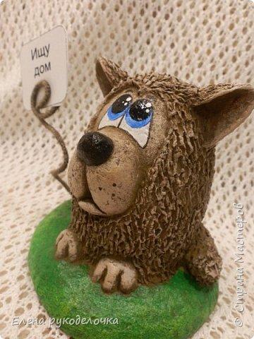 Сегодня я вам предлагаю сделать сувенир к Новому году, вот такую милую собачку - держатель для записок. фото 15